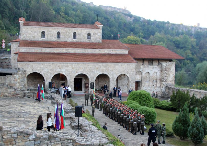 Снимка: Реорганизация на движението във Велико Търново за честването на Конституцията
