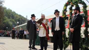 Ретро влакът с парен локомотив Корона експрес пристигна на гара Трапезица