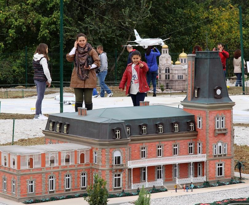снимка 2 Парк Мини България отваря врати във Велико Търново (СНИМКИ)