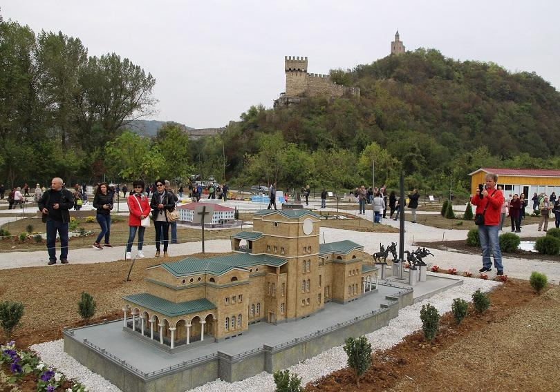 снимка 3 Парк Мини България отваря врати във Велико Търново (СНИМКИ)