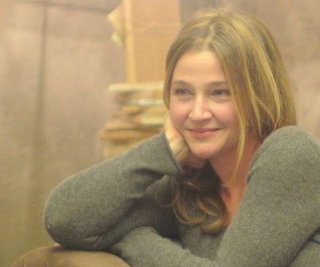 Велина Минкова живее в Париж, където преподава, превежда и пише.