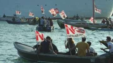 Във Венеция протестираха срещу големите кораби