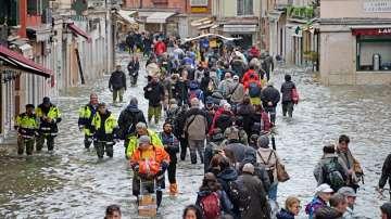 Нов прилив във Венеция - 70% от града са под вода (СНИМКИ)