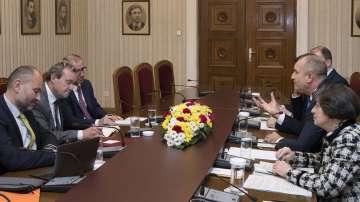 Делегати на Венецианската комисия се срещнаха с премиера и президента