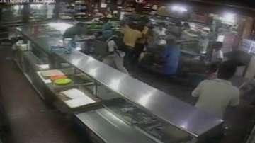 Разграбват хранителен магазин във Венецуела