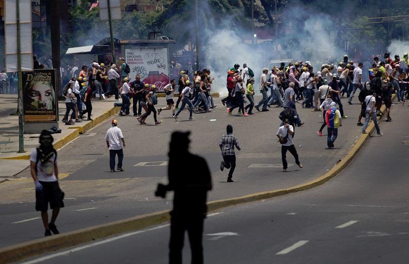 Испания засилва натиска върху Венецуела
