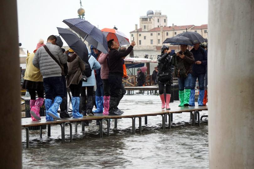 снимка 1 Силни бури в Италия причиниха наводнения и материални щети