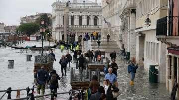 Втори ден Венеция остава под вода - обявено е бедствено положение