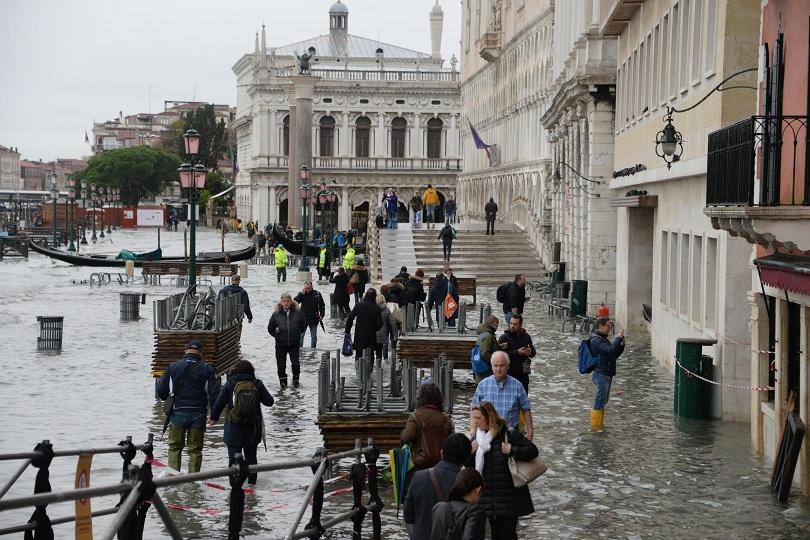 Венеция остава под вода - втори ден италианският град е