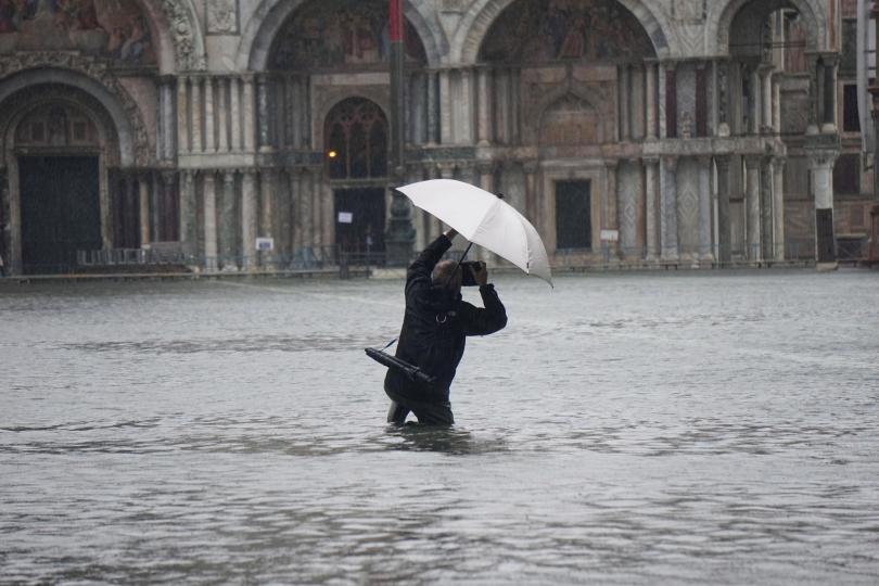 снимка 2 Силни бури в Италия причиниха наводнения и материални щети