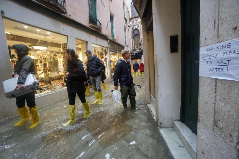 снимка 3 Силни бури в Италия причиниха наводнения и материални щети