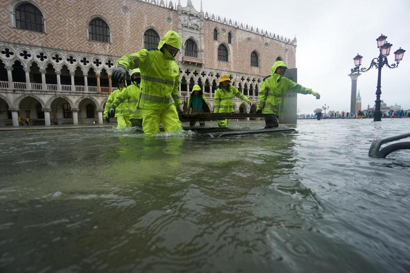 снимка 4 Силни бури в Италия причиниха наводнения и материални щети