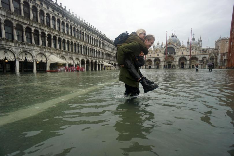 снимка 5 Силни бури в Италия причиниха наводнения и материални щети