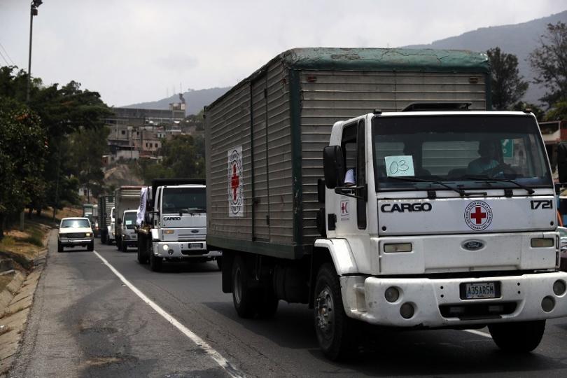Снимка: Жителитe на Каракас приветстваха първата доставка на хуманитарна помощ