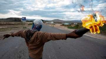 Остава напрежението във Венецуела след блокирането на хуманитарна помощ