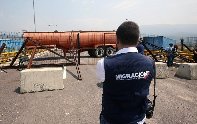 Хуманитарната помощ за Венецуела пристигна, но границите ѝ останаха затворени