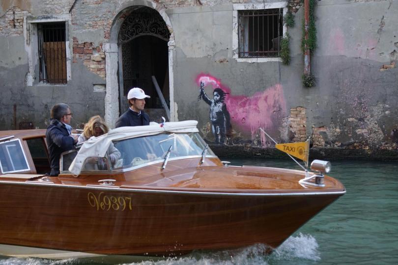 снимка 2 Петима ранени при сблъсък между круизен лайнер и катер край Венеция