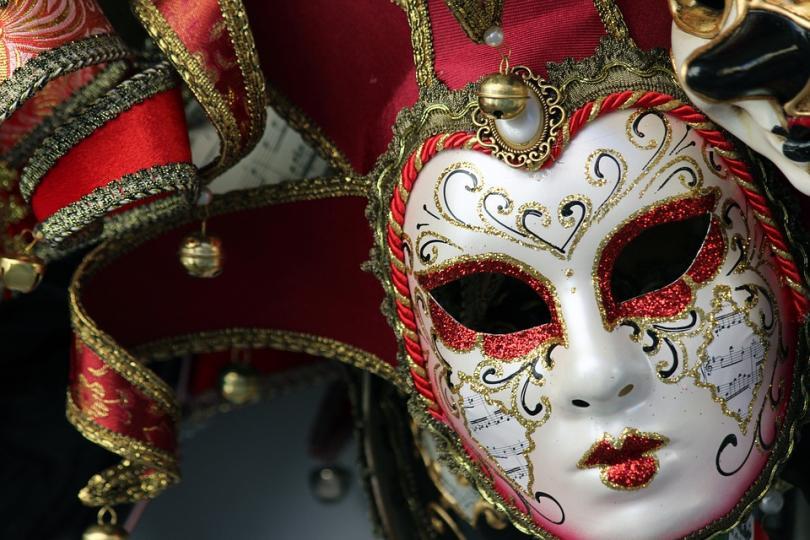 карнавалът венеция започна нощен парад хиляди туристи