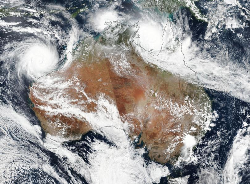 Мощният тропически циклон Вероника удари северозападното крайбрежие на Австралия, съобщава