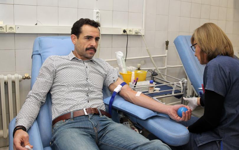 снимка 3 Популярни актьори се включиха в кръводарителска акция на ВМА (СНИМКИ)