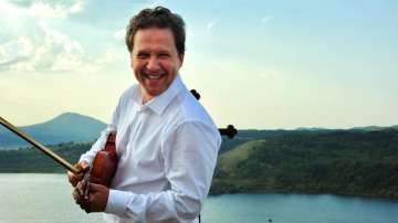 Отвъд границите: Веско Ешкенази – пътешествие с цигулка в ръка