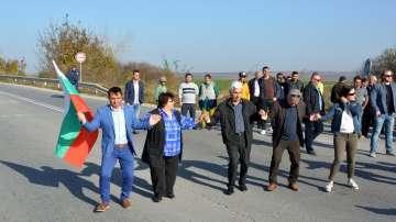 Общинските съветници от Ветово блокираха пътя Русе-Варна