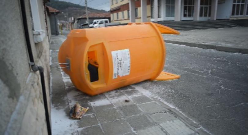 Ураганен вятър бушува в Сливенско