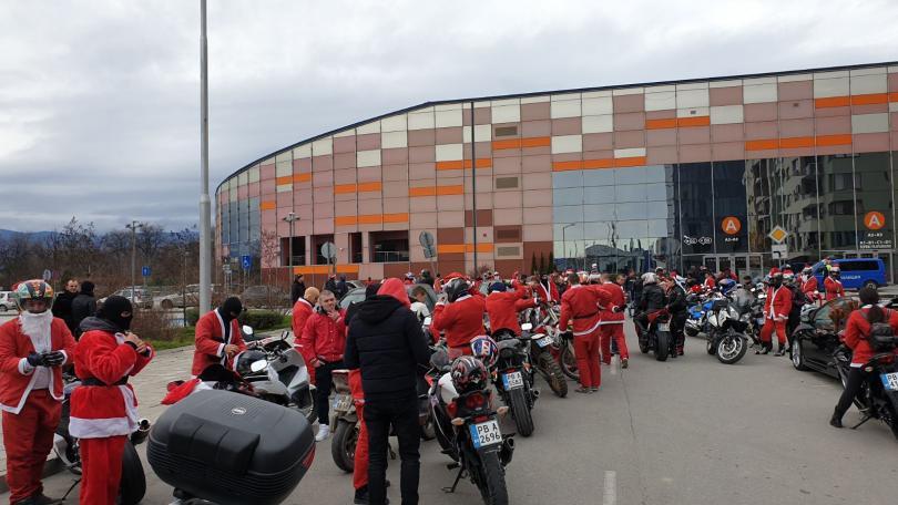 снимка 4 Пловдивски мотористи с благотворително шествие за Коледа (СНИМКИ)