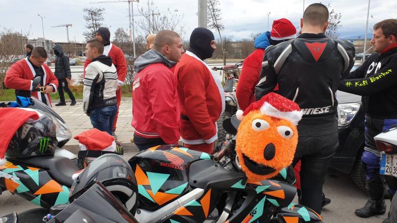 снимка 3 Пловдивски мотористи с благотворително шествие за Коледа (СНИМКИ)