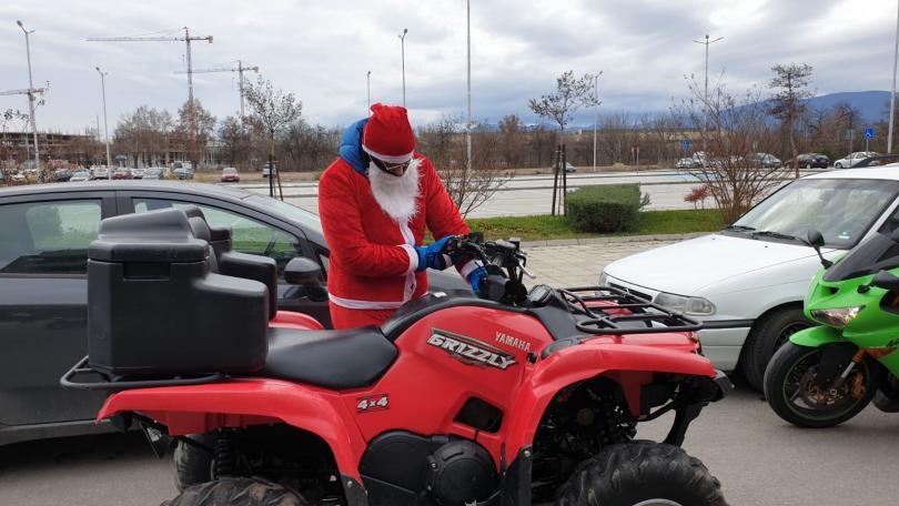 снимка 1 Пловдивски мотористи с благотворително шествие за Коледа (СНИМКИ)