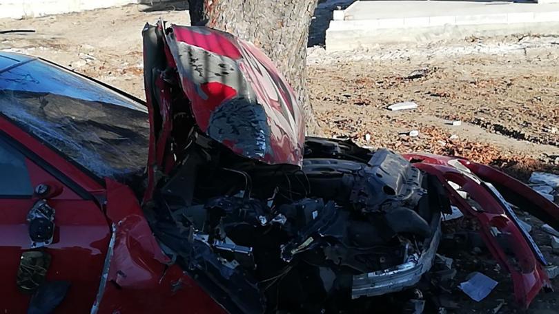 снимка 5 Автомобил отнесе част от оградата на къща край Пловдив (Снимки)