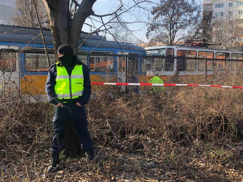 снимка 3 Мъж загина и шестима пострадаха при катастрофа с трамвай в София (Снимки)