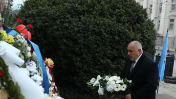 Премиерът поднесе цветя пред паметника на Левски