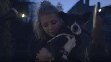 Певицата VICTORIA с коледен кавър в подкрепа за осиновяване на бездомни животни