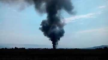 Голям пожар в склад за дрехи край София