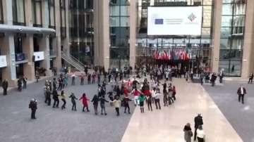 Българско хоро в сградата на Европейския съвет в Брюксел