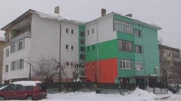 Видинчани превърнаха в трибагреник фасадата на кооперацията, в която живеят