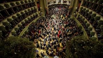 Балът във Виенската опера на 60 години