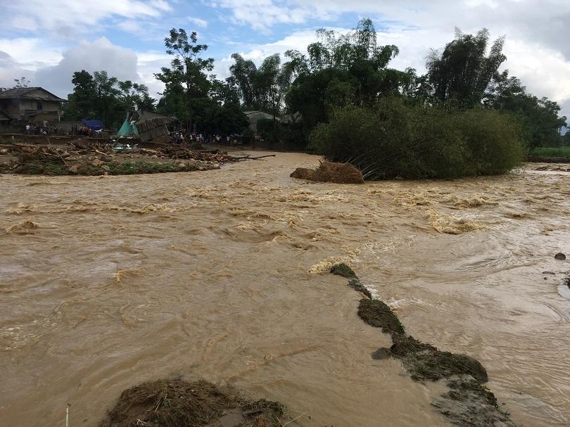 наводнения виетнам взеха жертви