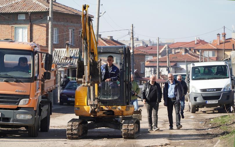 снимка 1 Спряха водата на задлъжнели абонати в Хасково