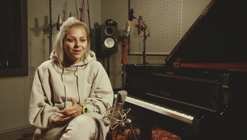 Младата певица Виктория, която ще представи страната ни на Евровизия