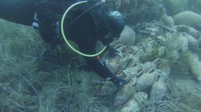 снимка 1 Сомелиерско новаторство: Вино отлежава под вода в Хърватия