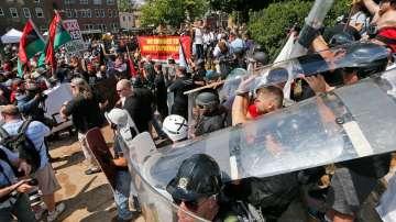 Арестуван е човекът, който блъсна с кола демонстранти във Вирджиния