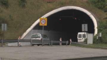Катастрофа затвори движението в тунел Витиня, посока Варна