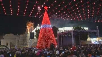 Запалиха светлините на коледната елха във Витлеем