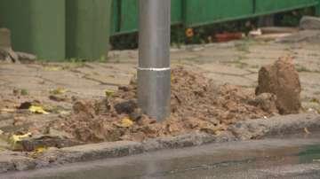 След сигнал до БНТ: Запълниха опасните дупки на улични стълбове във Владая
