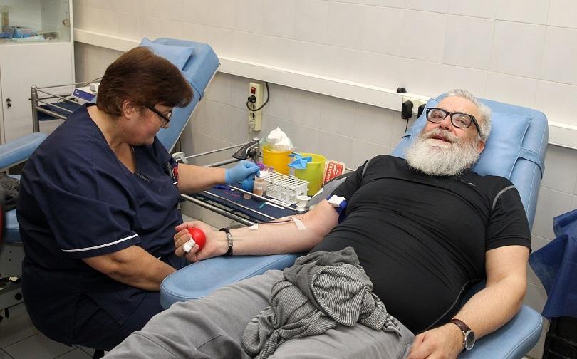 Популярни актьори се включиха в кръводарителска акция на ВМА (СНИМКИ)