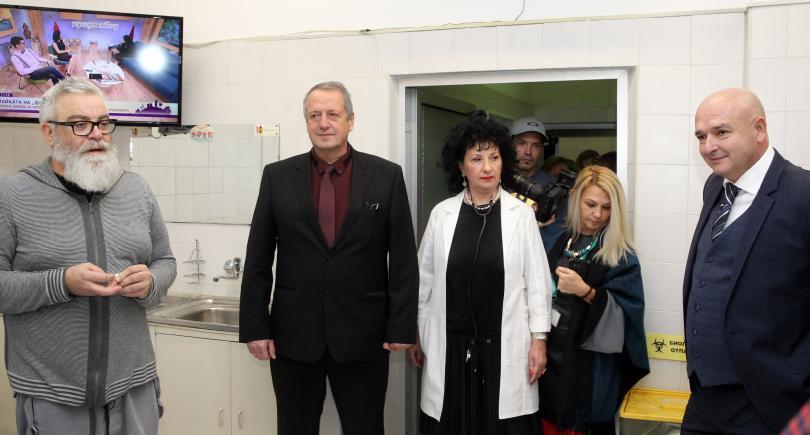 снимка 1 Популярни актьори се включиха в кръводарителска акция на ВМА (СНИМКИ)