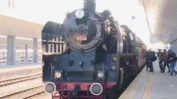 Премиерът и министрите пътуваха с атракционен влак до Черепиш