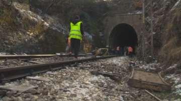 Влак със 100 пътници дерайлира в Искърското дефиле